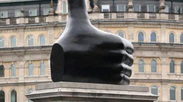 v-centre-londona-poyavilas-neobychnaya-skulptura-pod-nazvaniem-ochen-xorosho-ot-devida-shrigli
