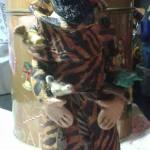 Imagem de São. Francisco de Assis, esculpida em argila, sendo que o manto esta customizado tbm em técnica decoupagem