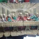 Réplica -Santa Ceia. Restauração utilizando diversos tipos de pigmentos, tintas e ceras. Peça confeccionada em gesso. Datada da década de 60.