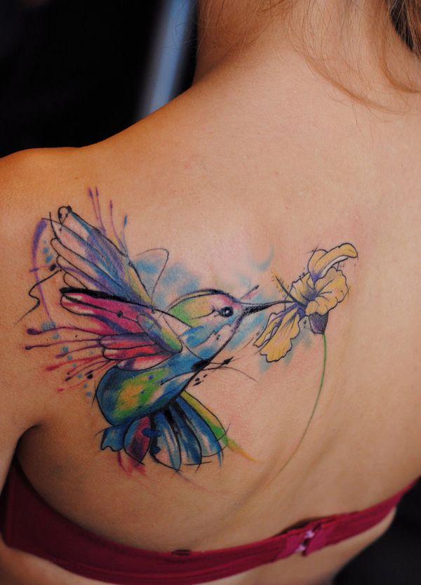 tatuaje mujer colibri