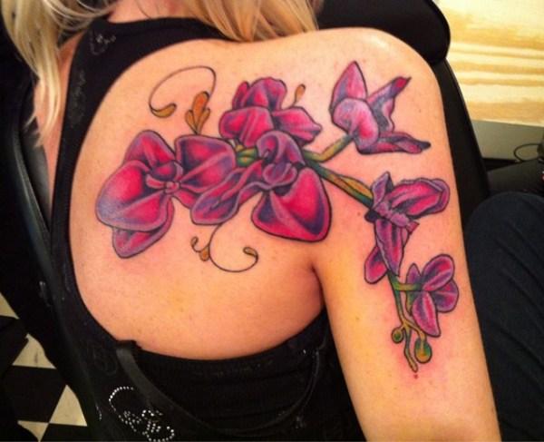 tatuaje mujer omoplato 2