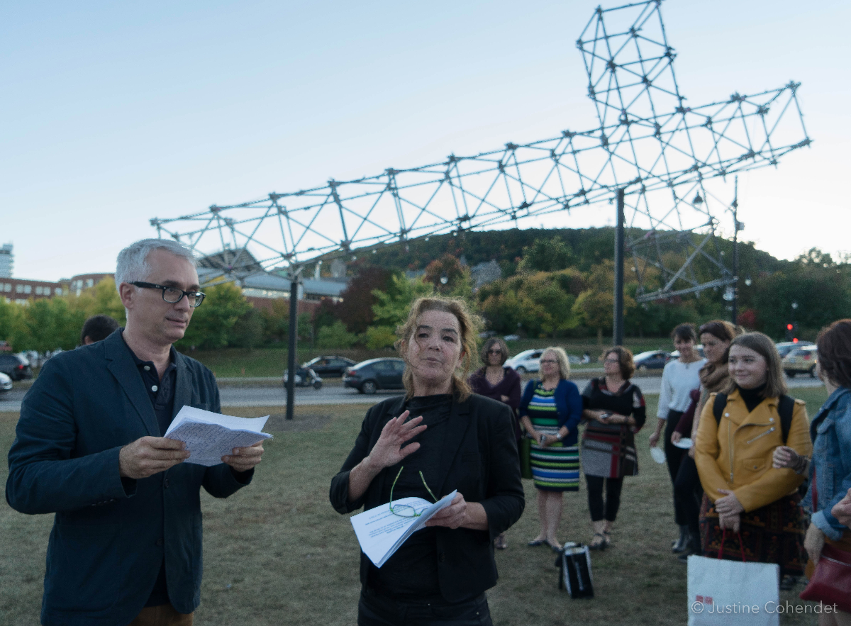 Les commissaires Nicolas Mavrikakis et Marthe Carrier lors du lancement de La croix du mont Royal