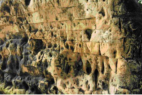 Patung Sunan Giri Patung Sunan Giri Remaja Bersetubuh Di Pemakaman Berubah Candi Bentar Dan Patung Naga Di Makam Sunan Giri Ini Dibuat Dari Batu
