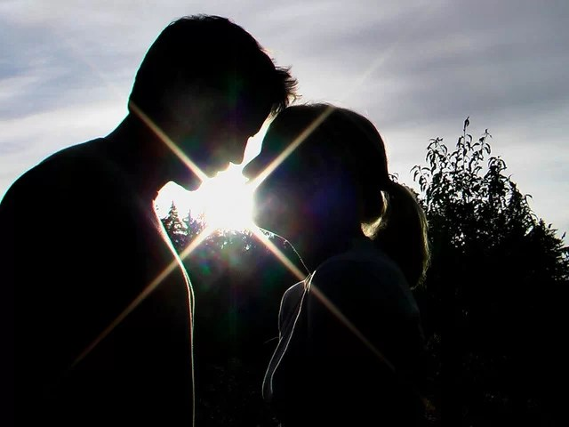sunset-kiss-light