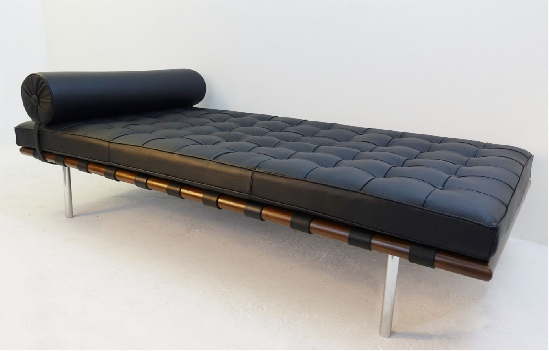Chaise Longue Tweedehands Barcelona Daybed By Mies Van Der Rohe For Knoll