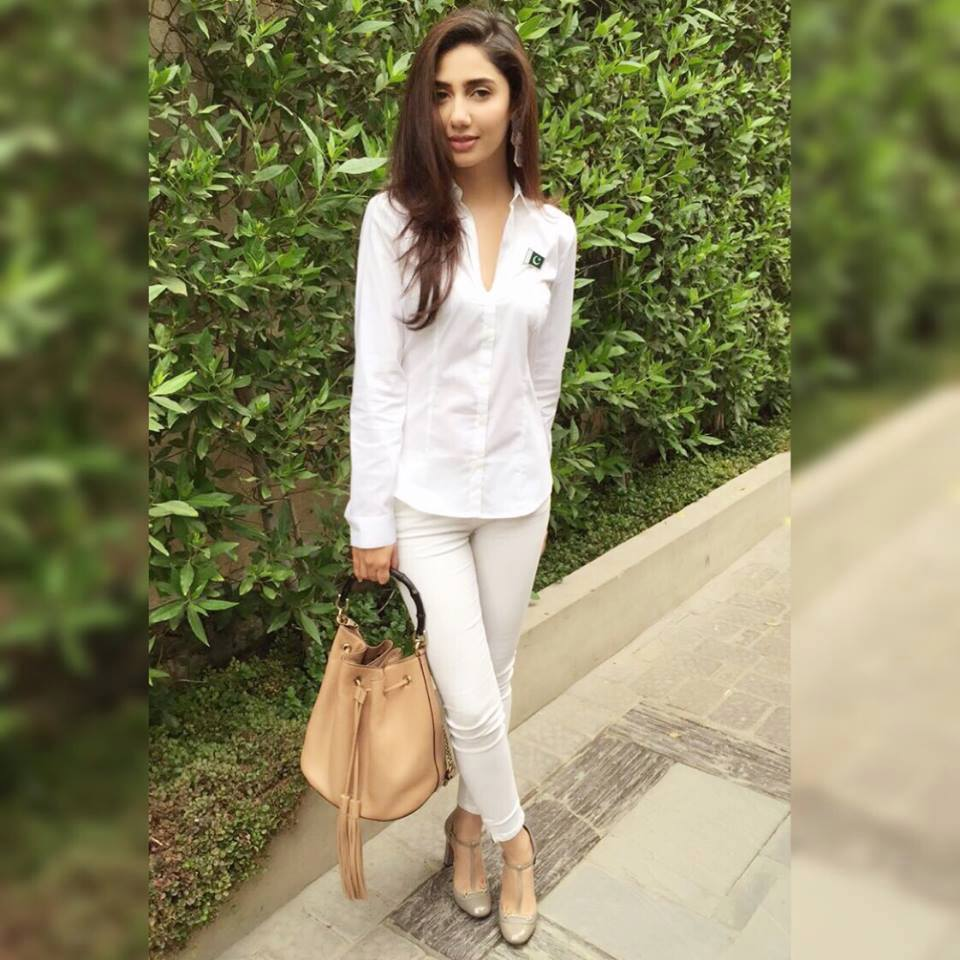 Best Cute Girly Wallpapers 10 Best Dresses To Pluck From Mahira Khan S Closet Ary