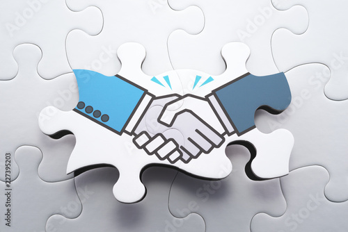 Agreement, consensus building and strategic partnership concept