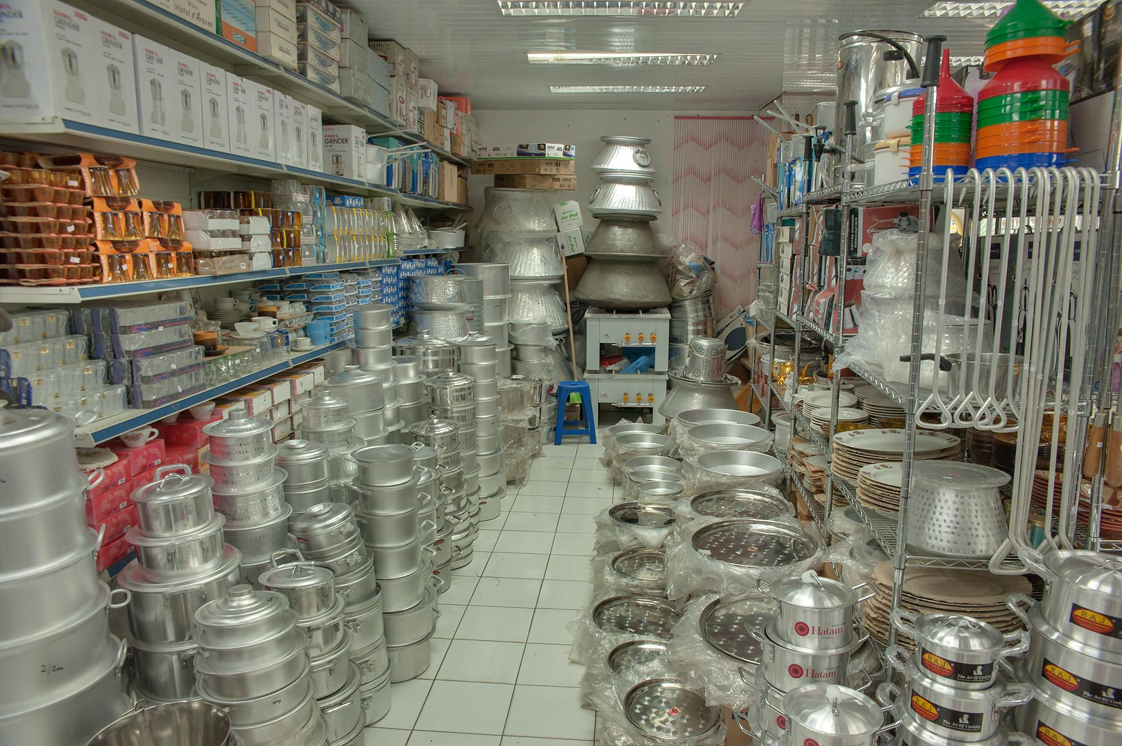 Kitchenware Shop Photo 1309 26 Aluminium Kitchenware Shop In Souq Waqif Old