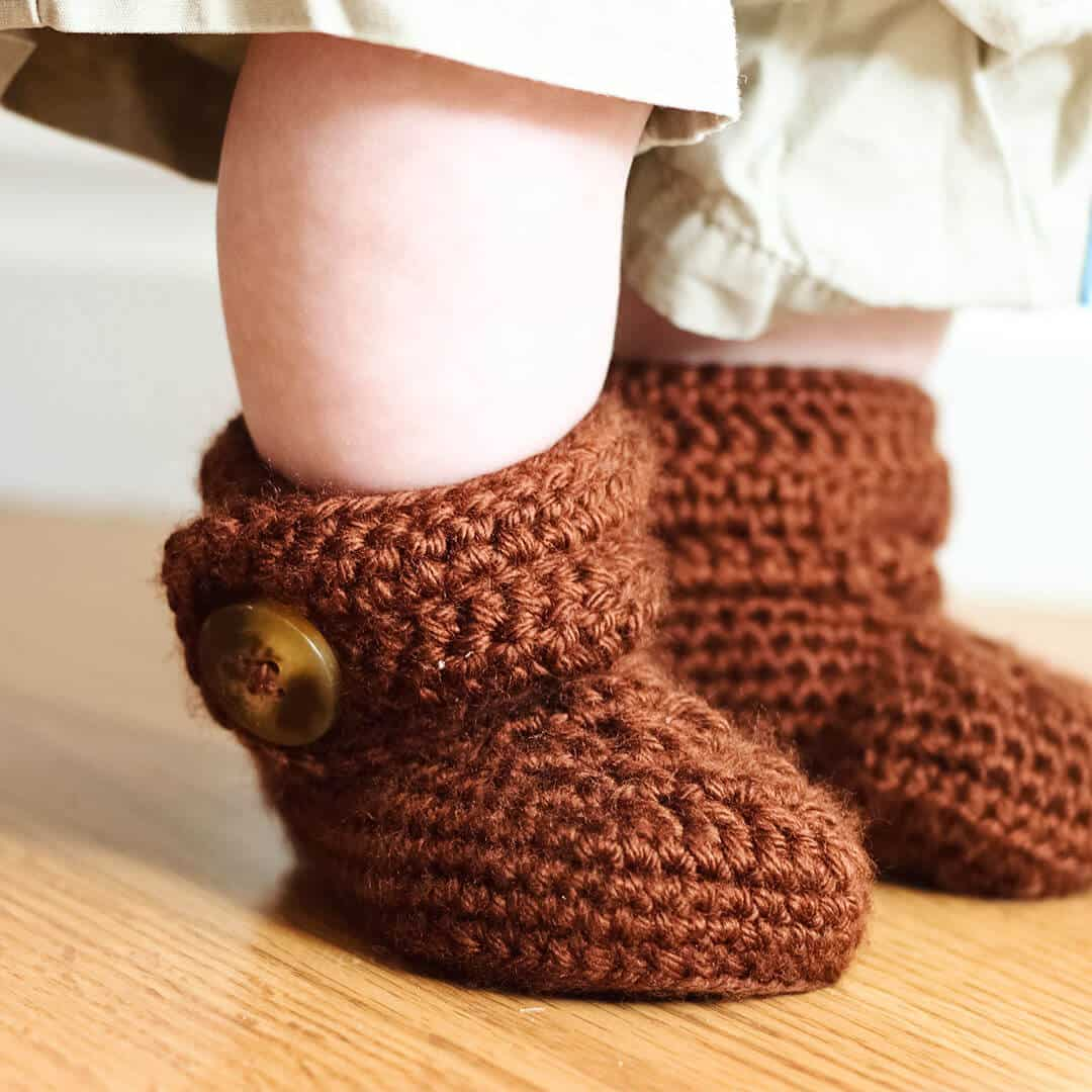 Baby Booties Häkeln Anleitung Crochet Wrap Around Button Baby Boots Girls And Boys