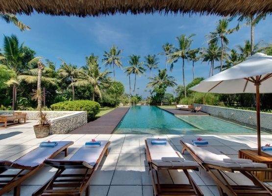 samadhana-sun-loungers-with-ocean-view