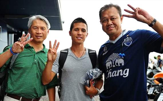 AmpaipitakWong with his dad