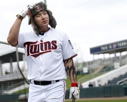 New Twins slugger Byung Ho Park is already into the spirit of things at spring training, modeling a Twins bomber hat during a commercial shoot Wednesday.
