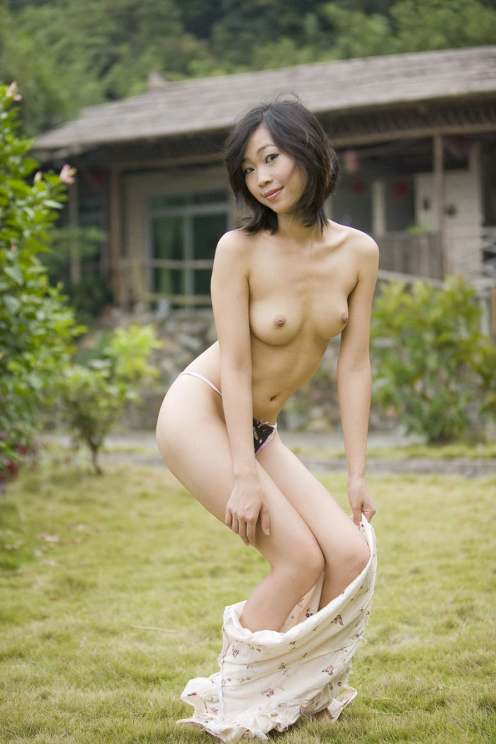 Amazing asian girl with really perfect body shows shaved pussy