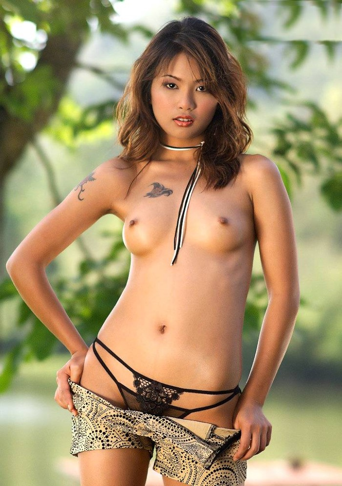 Teen thai goddess with perfect sporty body shows pussy on black sunbed