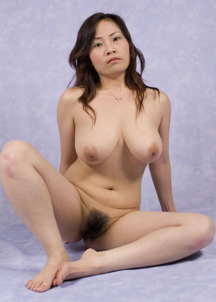 Sexy asian with no closthes posing in the field