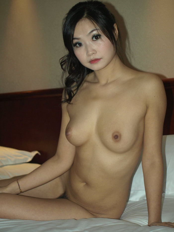 Amateur asian with shaved pussy