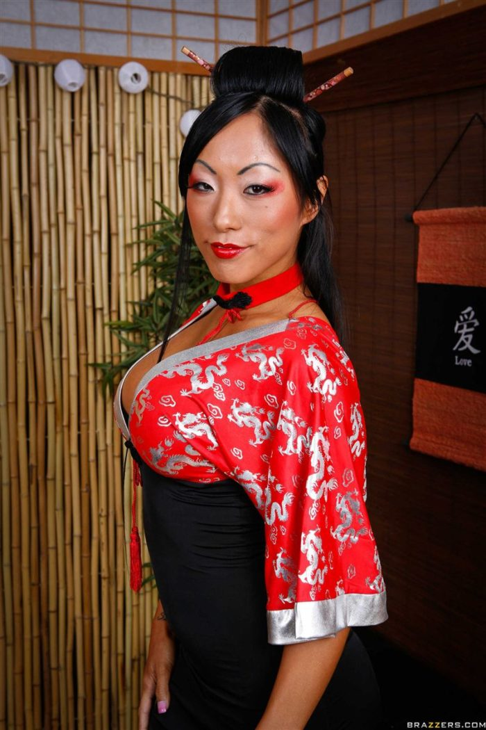 London Keyes sexy posing for the camera