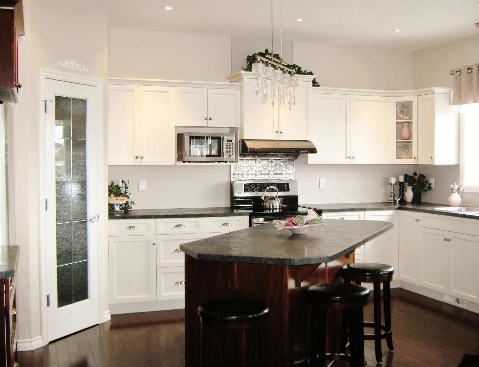 10x10 White Kitchen Cabinets How To Create A Stylish Kitchen In A Small Space Aspire