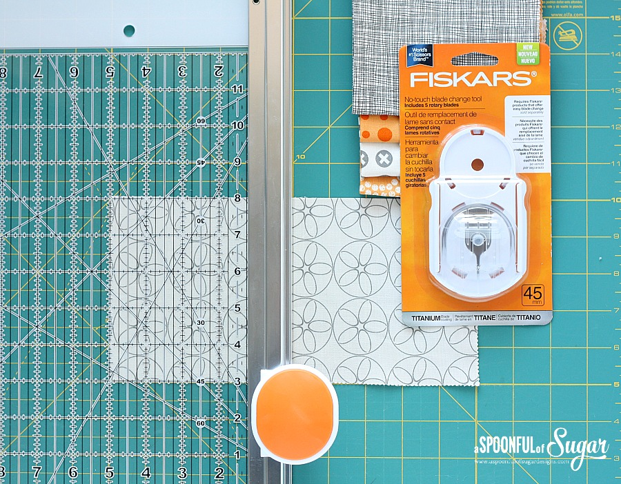 how to change the blade on a fiskars rotary cutter