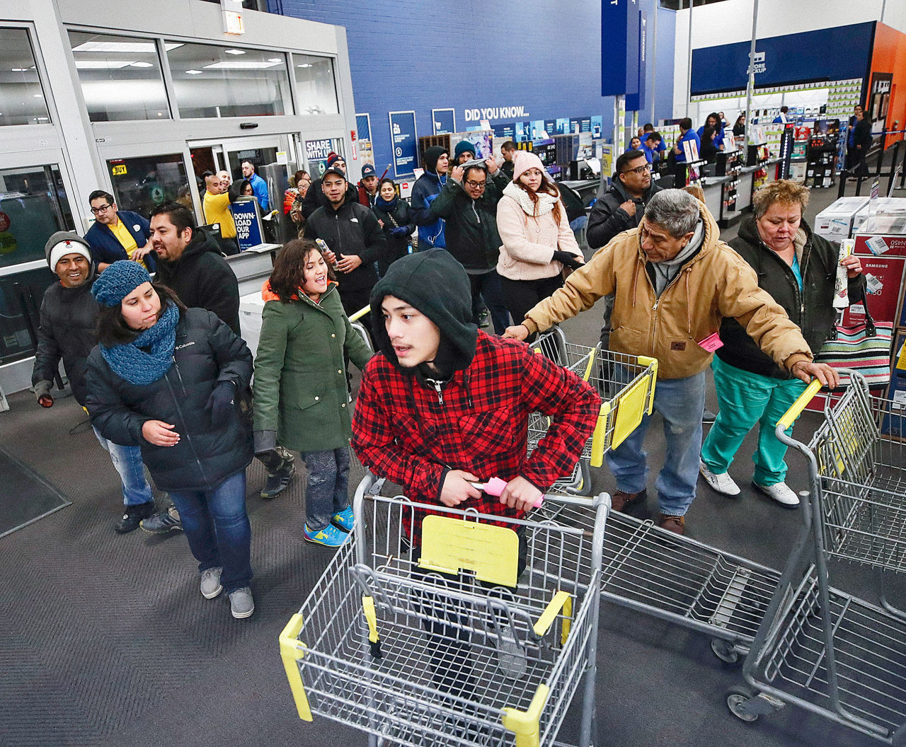 Black Friday Shopping Black Friday Sales Look Strong For Retail Stocks Barron S