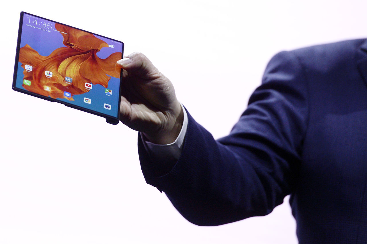 Huawei Smartphone Huawei S Buzz At A Smartphone Conference Is A Win For The Industry