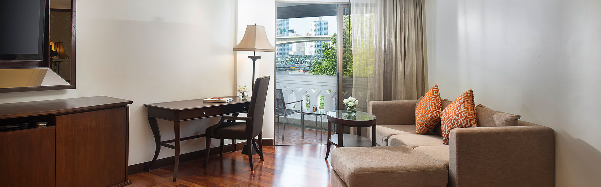 Corpus Rub Luxury Bangkok Hotel Anantara Riverside Junior River View Suite