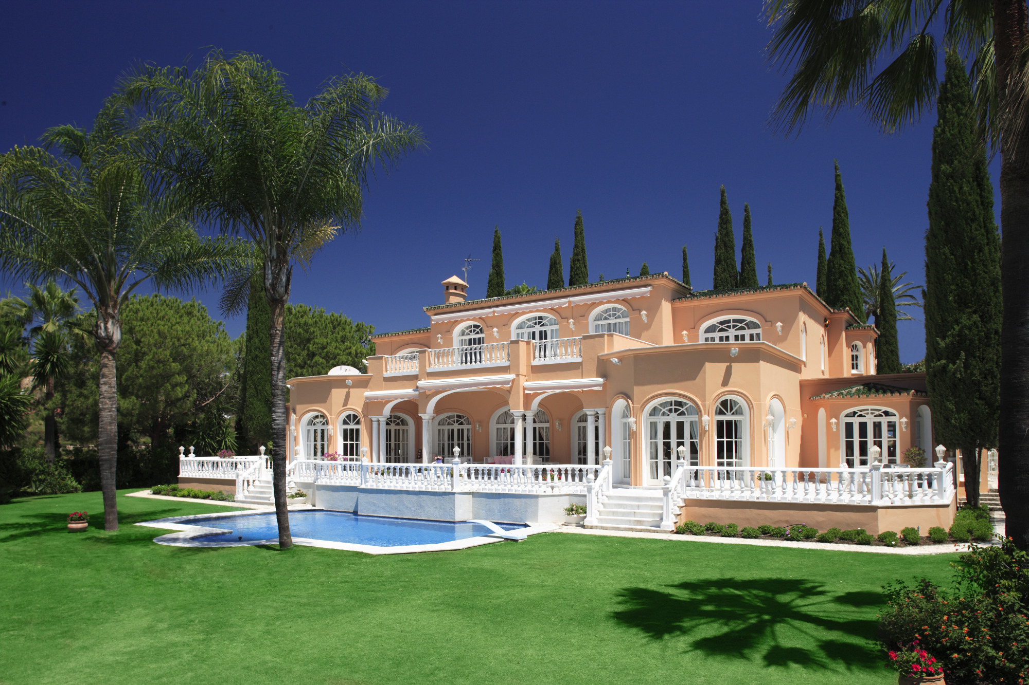 Prince S Old Villa In Spain Remains Unsold Bloomberg