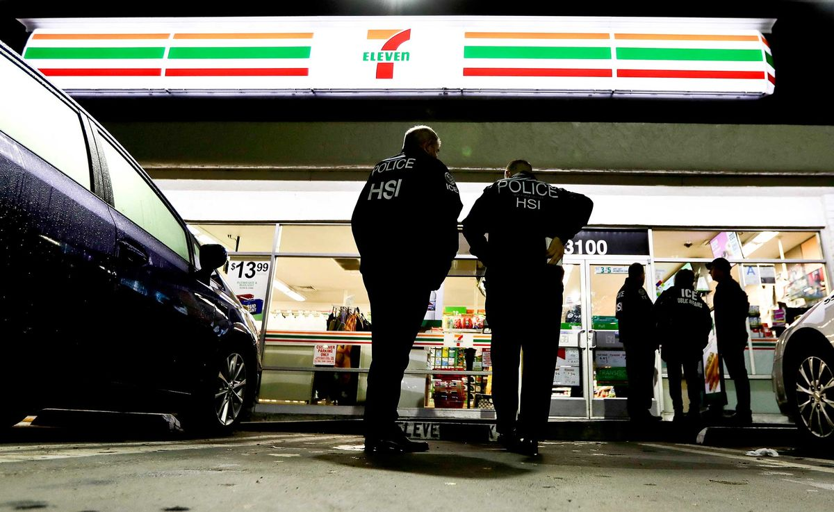 7/11 Deals 7 Eleven Is At War With Its Own Franchisees Over Ice Raids Bloomberg