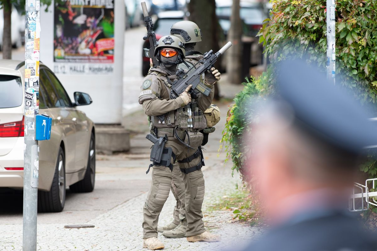 Badspiegel Jolled Shooter Kills Two Near German Synagogue In Anti Jewish