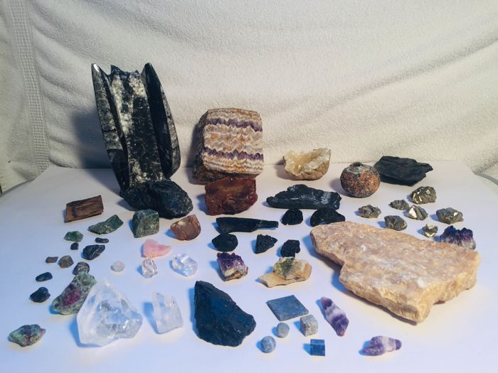 Various types of Mineral Collection - 5300 g - (61) - Catawiki