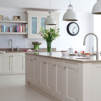 Traditional Kitchen With Prep Island And Pendant Lighting ...