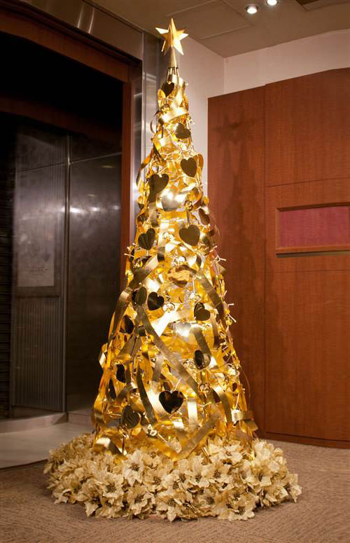 30 Unconventional Christmas Trees You Havenu0027t Seen Before - Hongkiat - unique christmas decorations