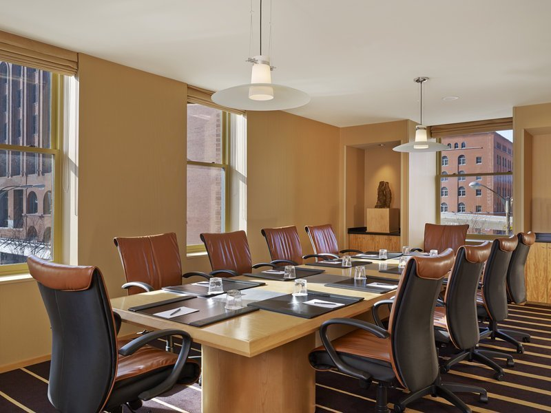 90+ Dining Room Attendant Experience - Room Attendant At DoubleTree