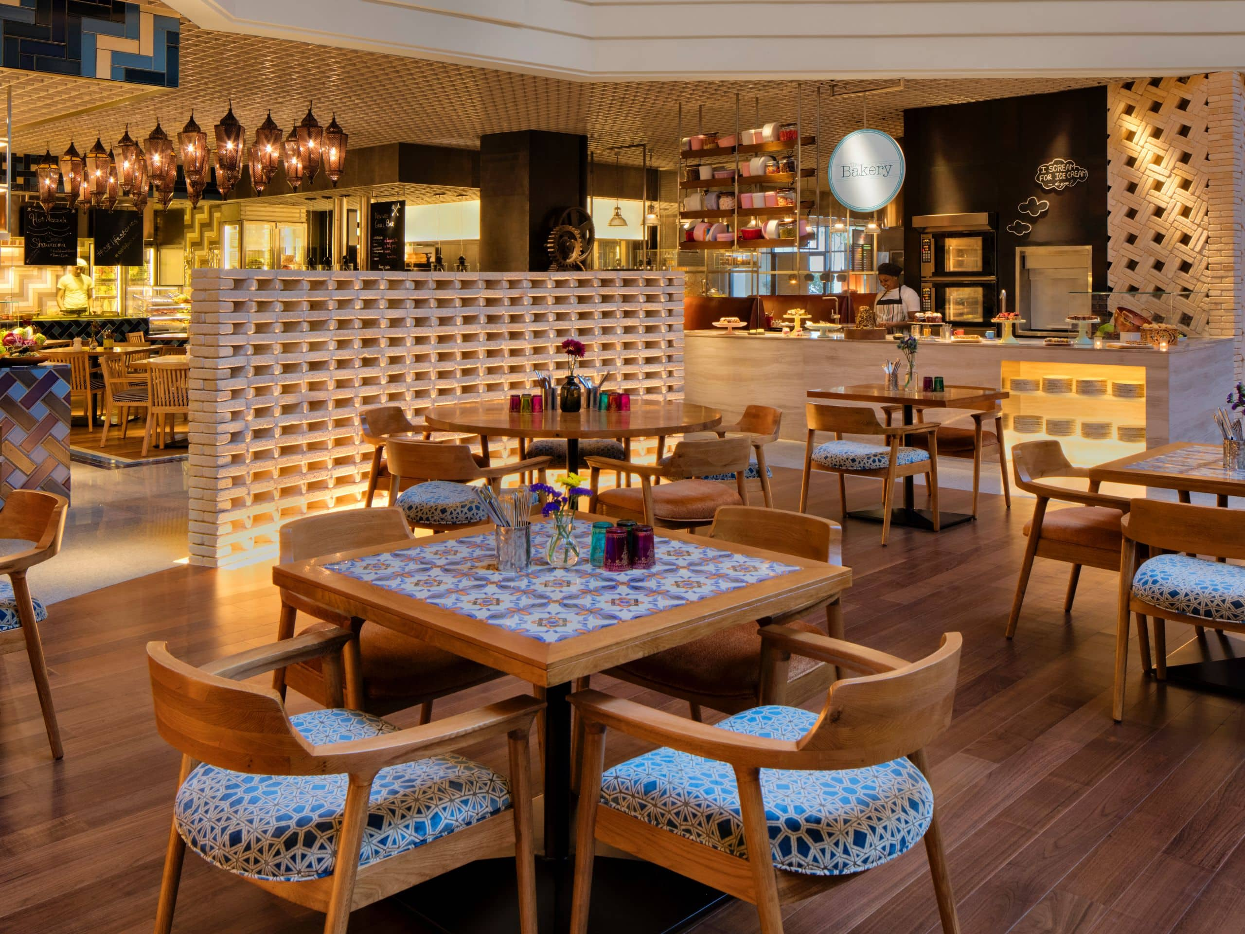 Les Grands Buffets Reservation Best Restaurants And Bars In Dubai Grand Hyatt Dubai