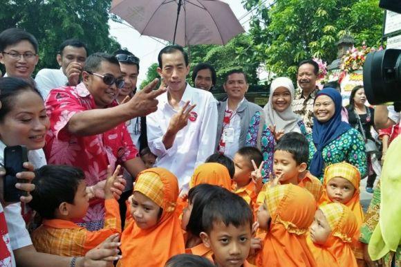 Dua Jokowi KW Hadir pada Resepsi Kahiyang