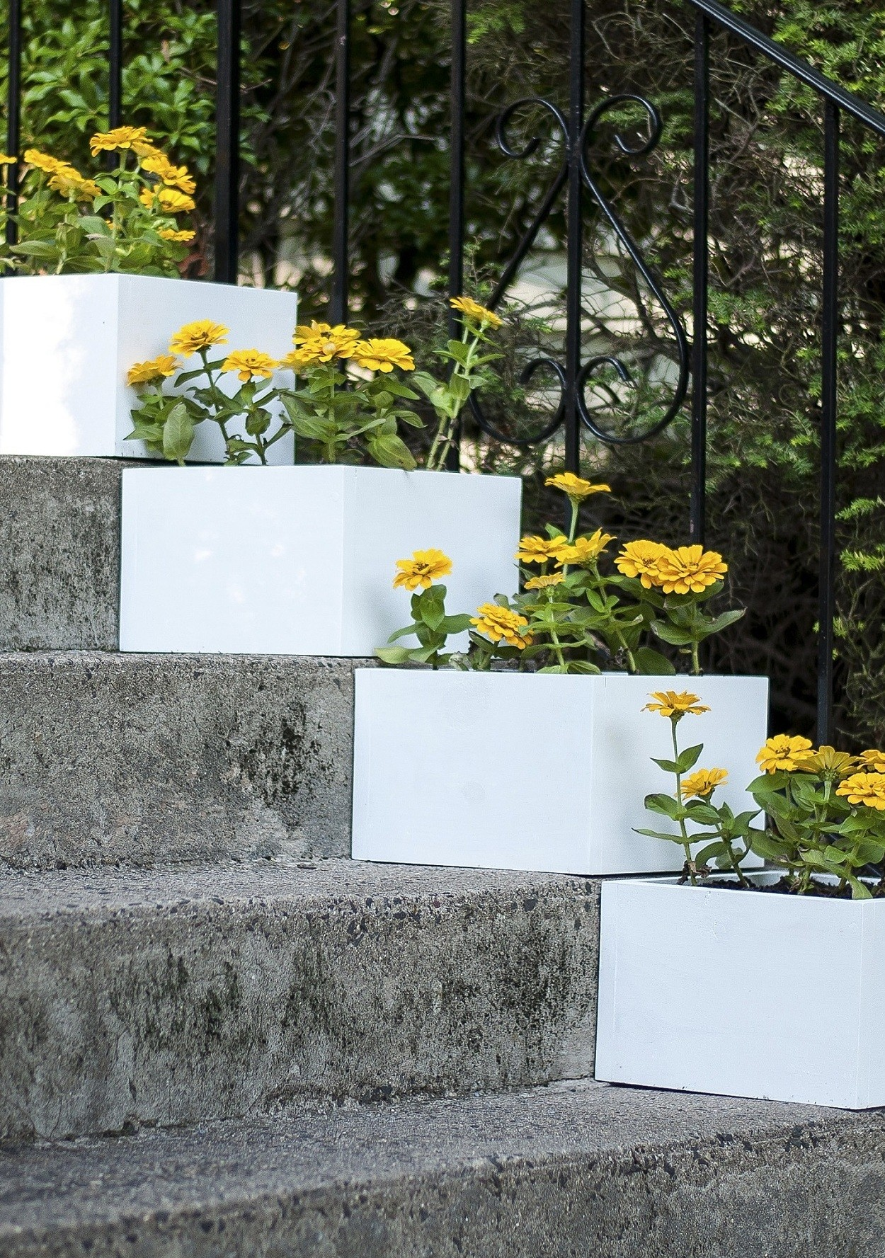 Simple Planters A Simple Vertical Garden How To Diy Stair Step Planters Martha