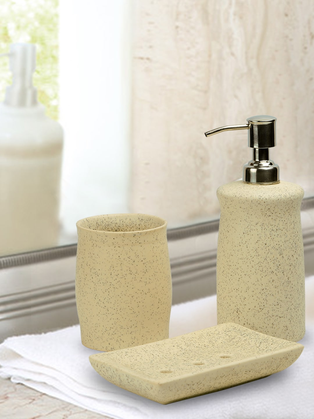Bathroom Dispenser Set Exclusivelane Elegant Set Of 3 Off White Ceramic Bathroom Accessory