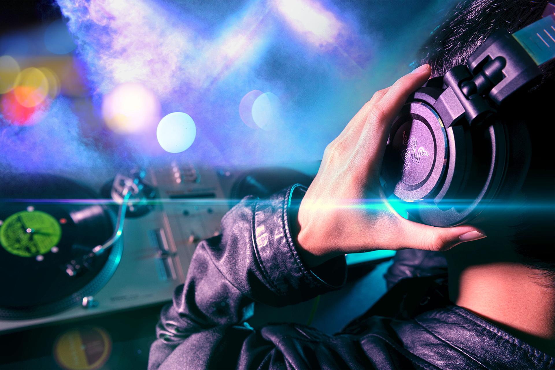 Wallpaper Djs Girl Razer Adaro Dj Analog Dj Headphones Razer Australia