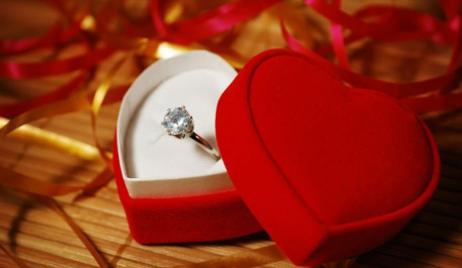 12 Gifts To Give Your Girlfriend On Valentine\u0027s Day - valentines day gifts