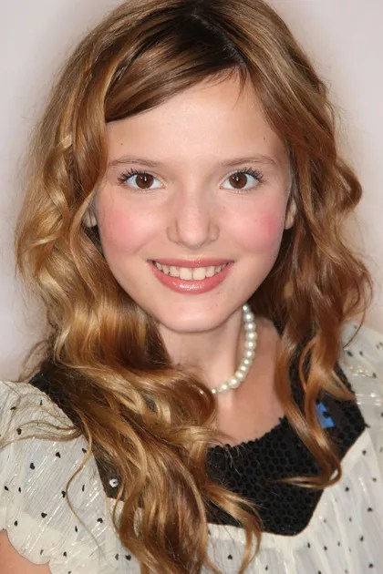 Girl Red Lips Wallpaper See How Bella Thorne S Beauty Look Has Evolved Teen Vogue