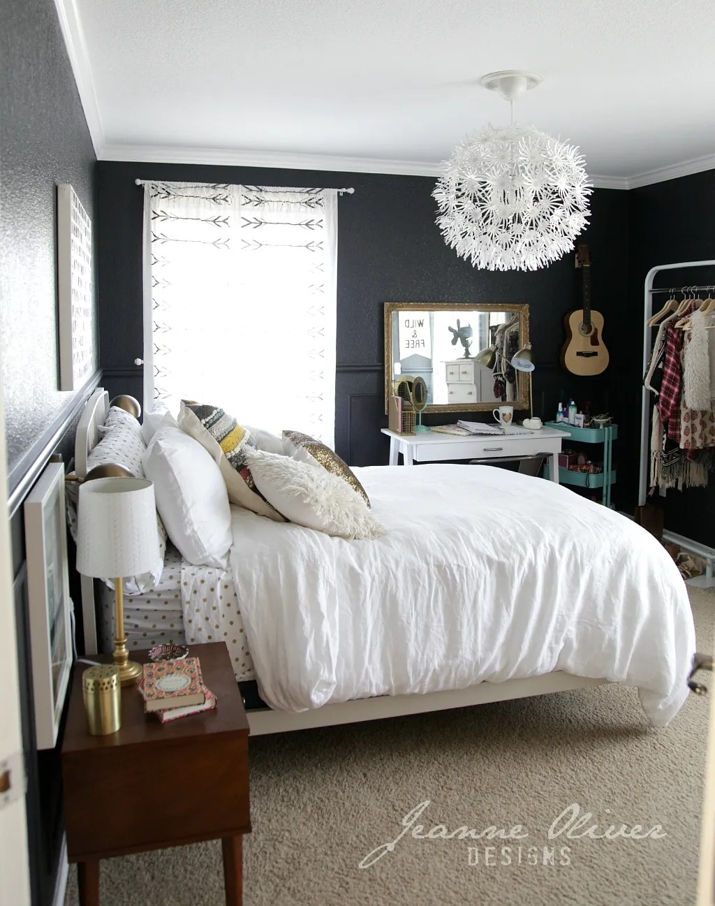 Black And White Bedroom Wall Decor 5 Stylish Teen Bedrooms Teen Vogue