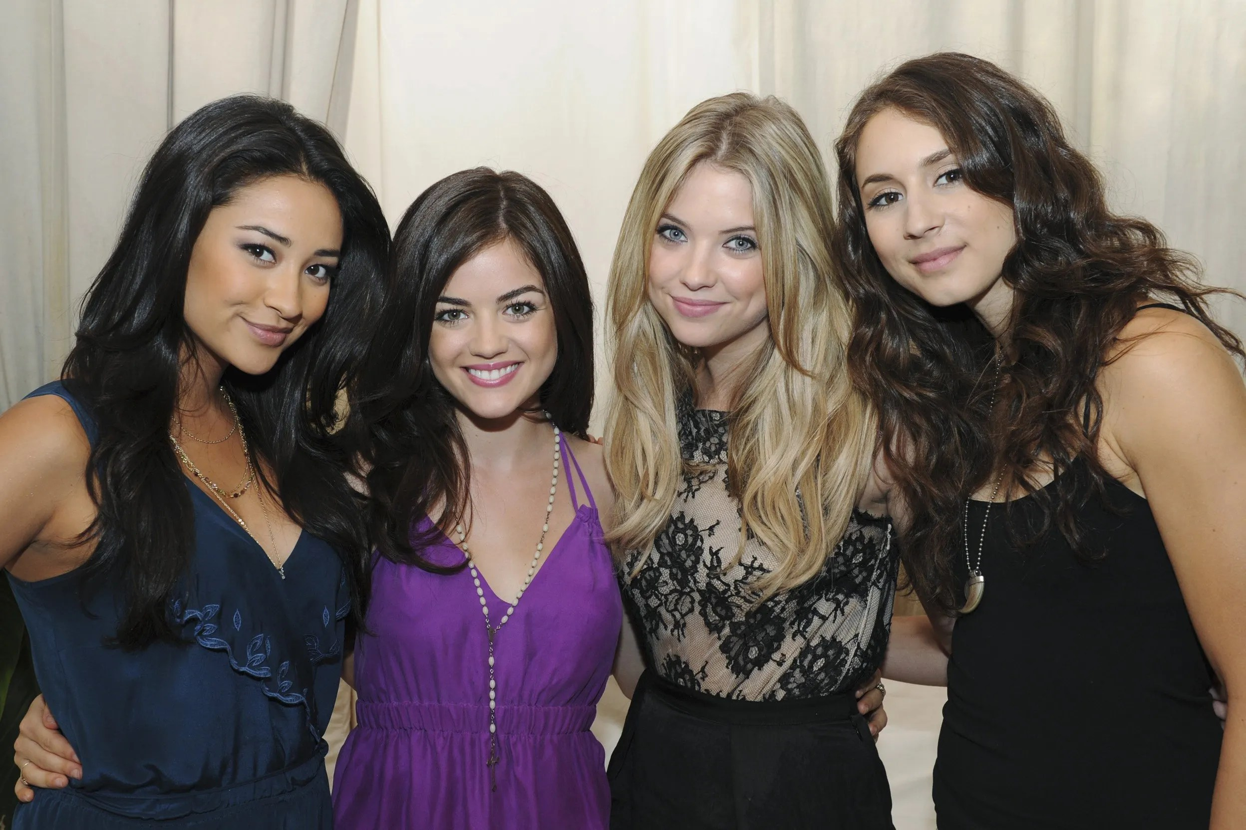 Cat In Fall Wallpaper The Beauty Evolution Of The Pretty Little Liars Cast