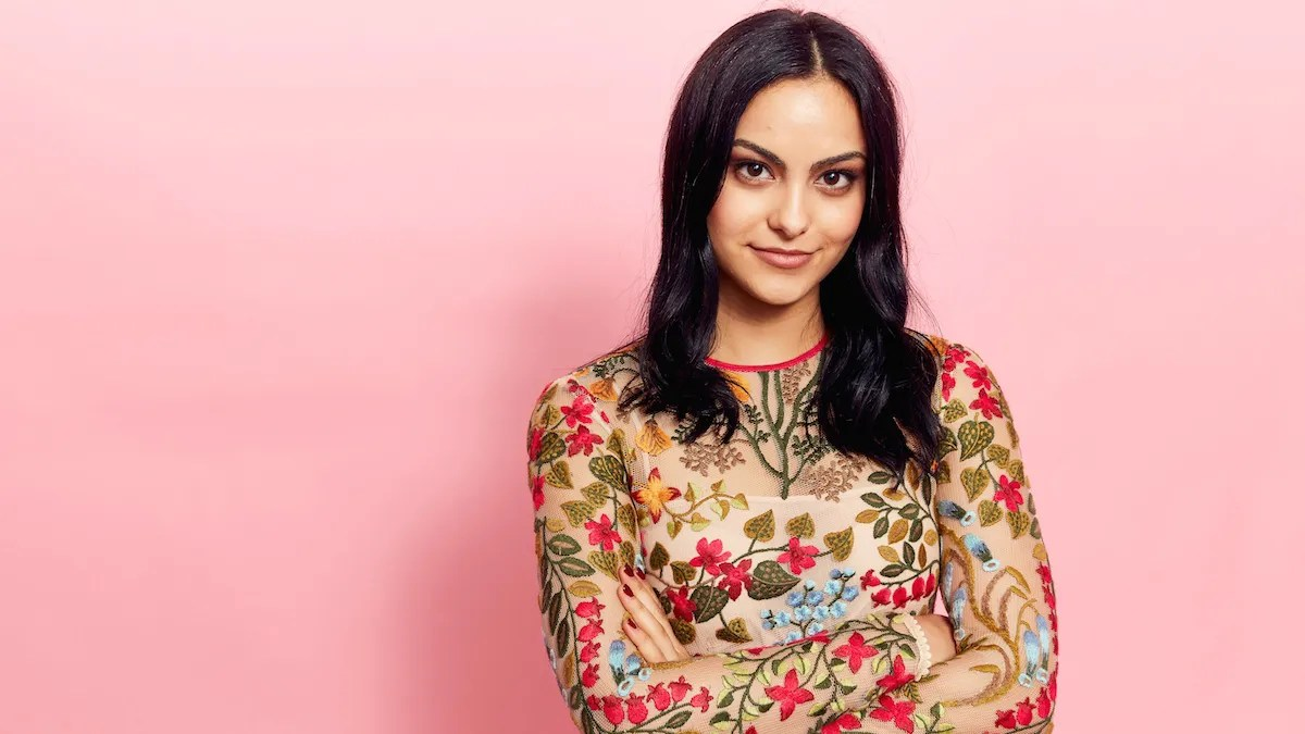 La Tina Camila Mendes Gets Told She Doesn T Look