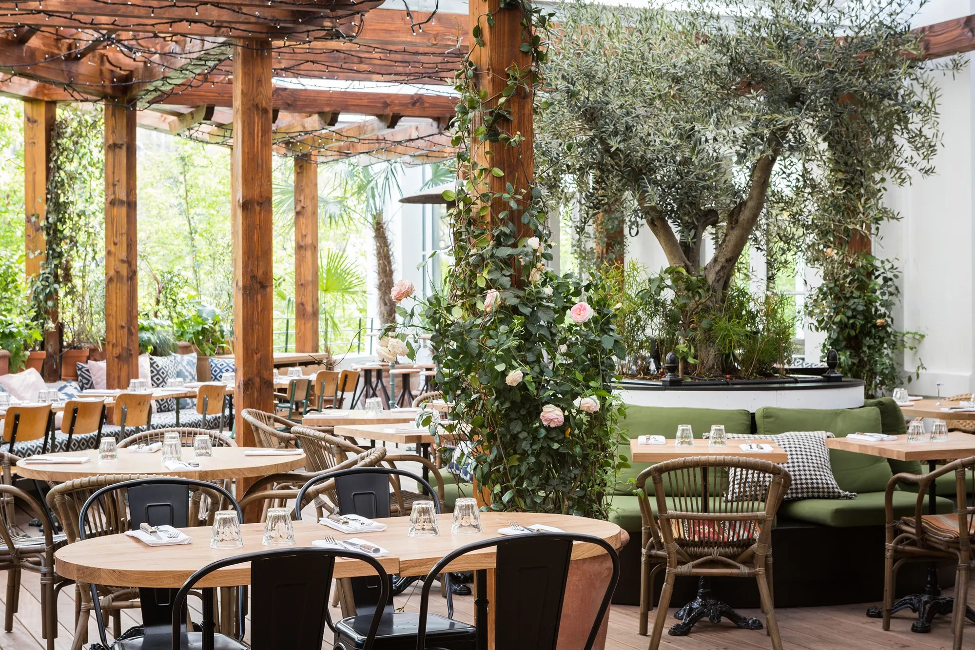 The Best New Places For An Outdoor Apéritif In Paris Vogue