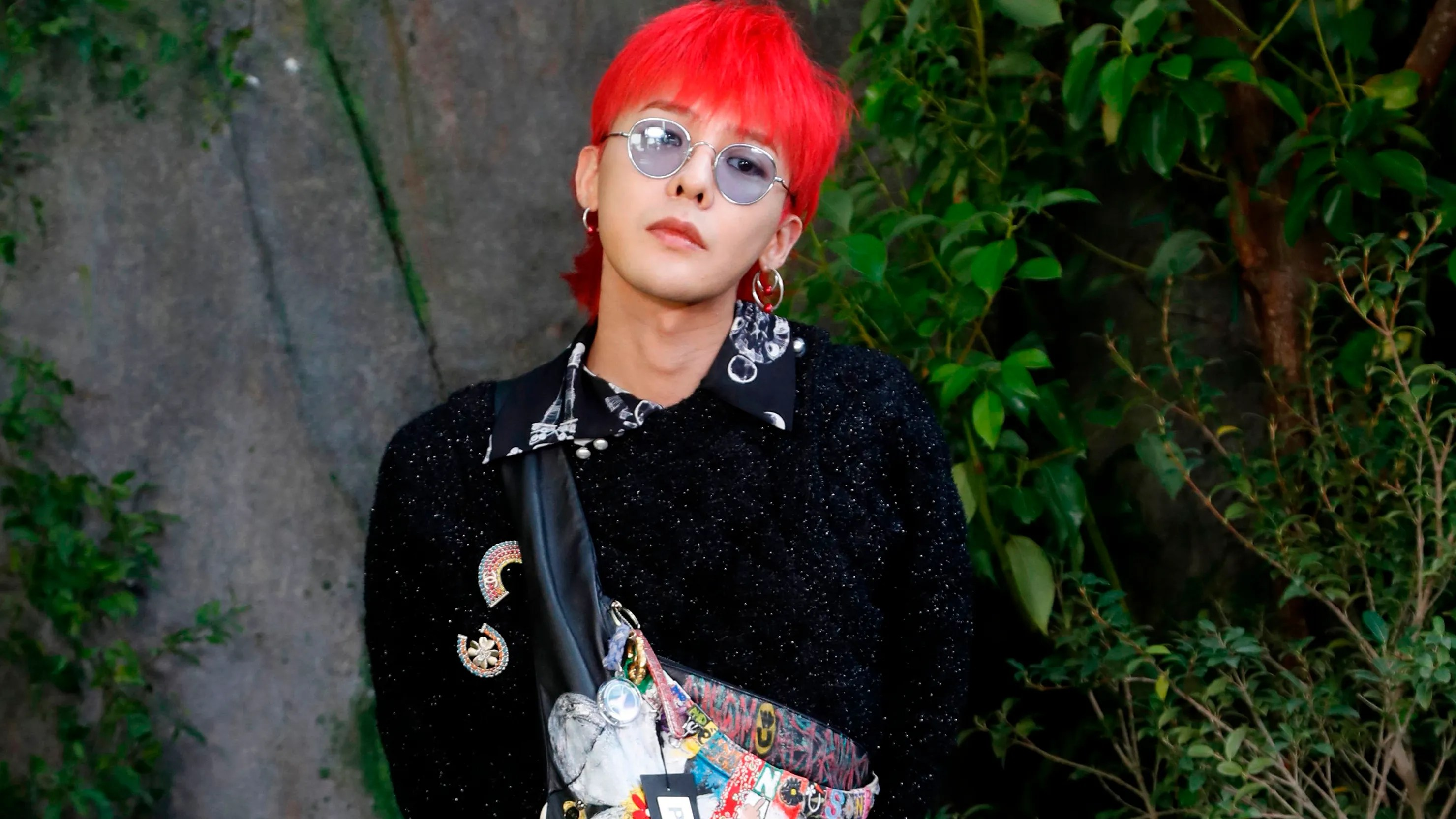 Fall Wallpaper 16 9 G Dragon Wears Chanel Womenswear At Paris Fashion Week