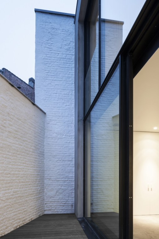 Brussels Loft by Belgian Architect Nicolas Schuybroek | Yellowtrace.
