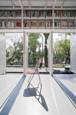 A47 Mobile Library by PRODUCTORA | Yellowtrace.