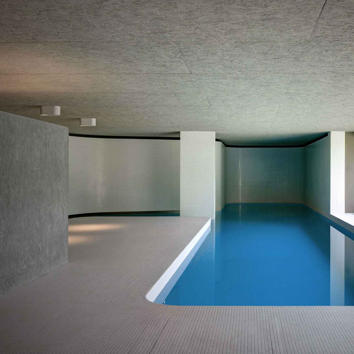 Luxury indoor swimming pool by act romegialli for Italian pool design 7