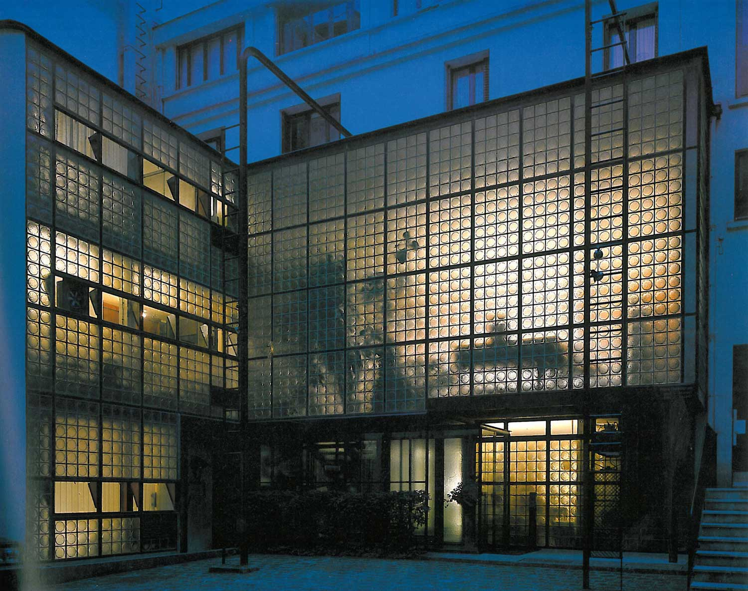 Verre The Maison De Verre Paris By Pierre Chareau Bernard Bijvoet