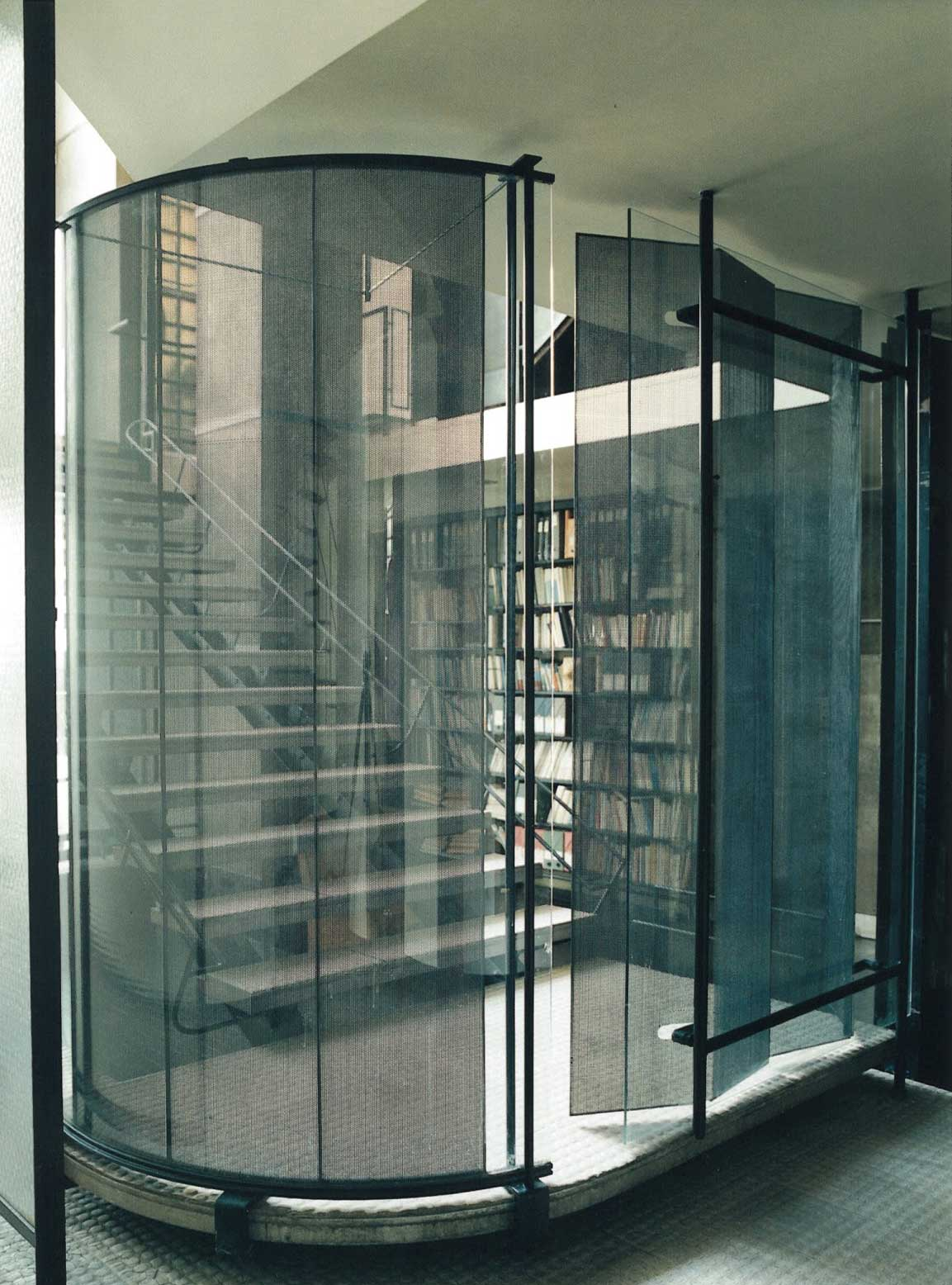 Maison de verre paris by pierre chareau bernard bijvoet for Bar interieur maison